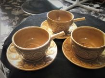 3 X VINTAGE RETRO TAMS ROMANY TREACLE GLAZED HANDLE SOUP BOWLS & SAUCERS